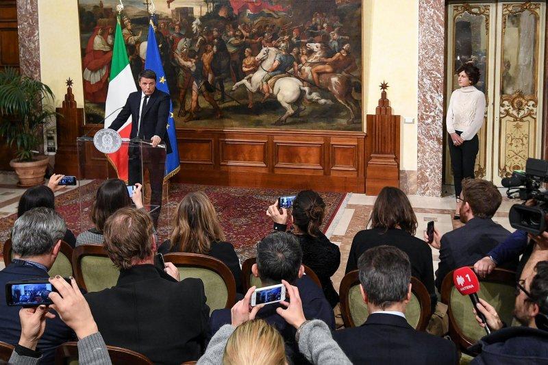 義大利修憲公投失敗,總理倫齊黯然宣布辭職(AP)
