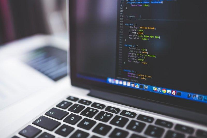 完全沒有技術背景的人,想學Coding該怎麼上手?(圖/pixabay)