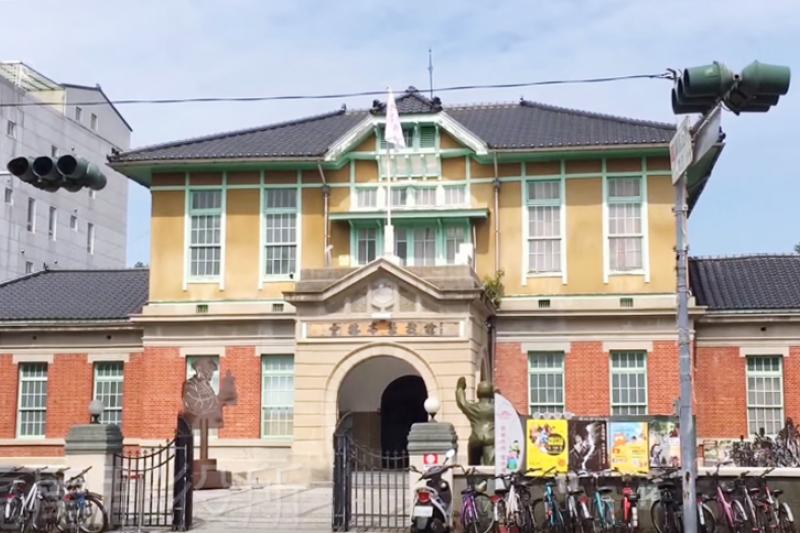在這棟漂亮的建築背後,有一段相當慘烈的歷史...(圖/魚夫提供)