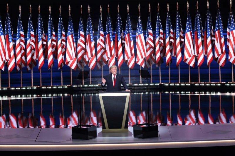 川蔡2日通話,打破40年的政治慣例,其「商人思維」是否僅限於在商言商?是對中共的挑釁抑或是「政治素人」對現實的不滿?(取自Donald J. Trump臉書)
