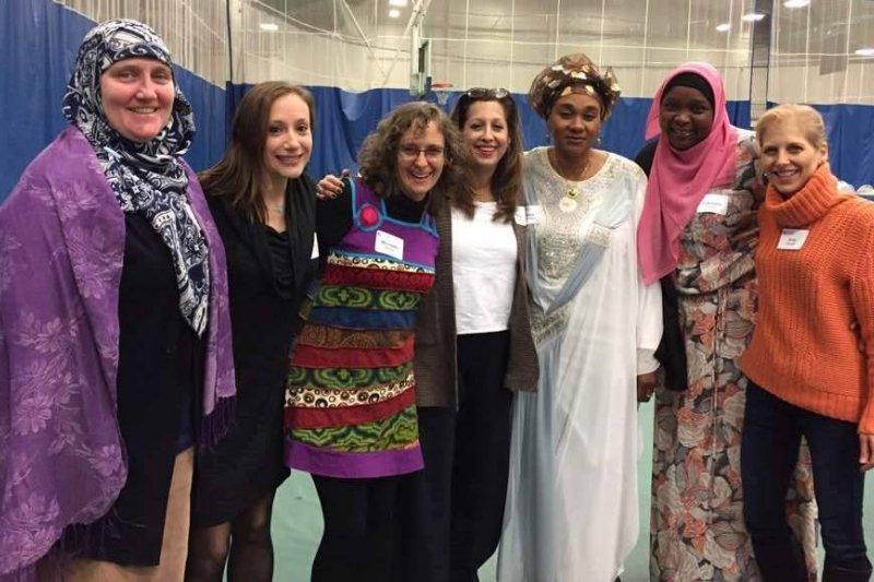 美國猶太組織「姐妹會」舉辦晚會,邀請穆斯林女性參加。(圖/姐妹會臉書)