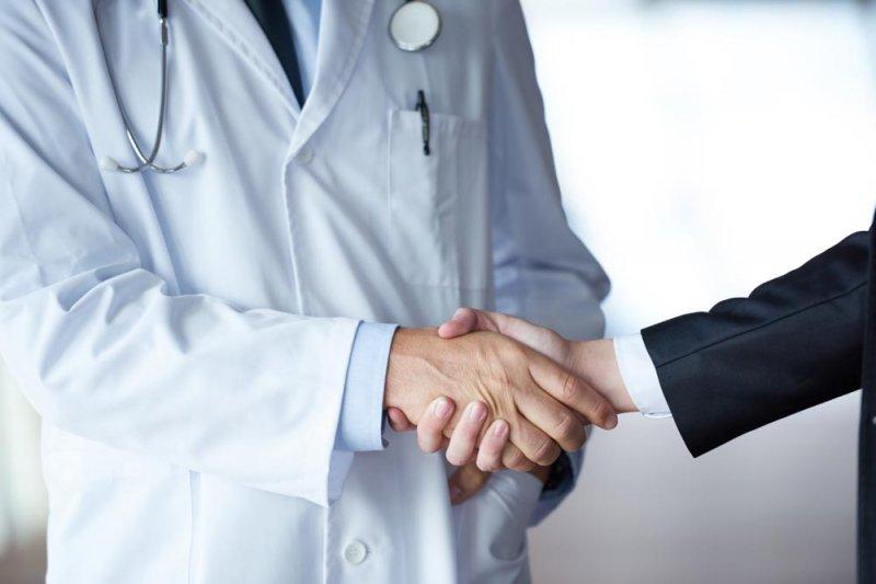 為了選擇好醫師,病患要有自己堅強的意志。(圖/ejvjhoha@淘圖網)