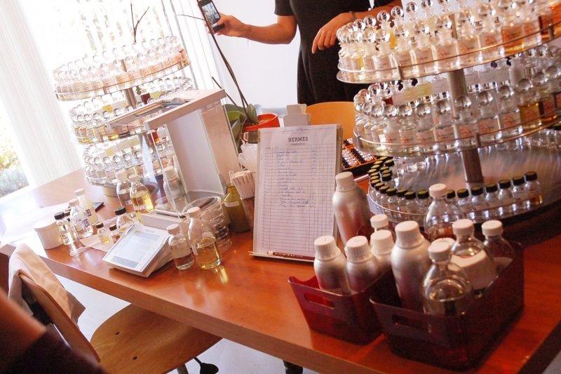 參觀愛馬仕第一位專屬調香師的工作室,他喜歡簡單配方、不怕抄襲,種種精神都讓人敬佩…(圖/作者提供)