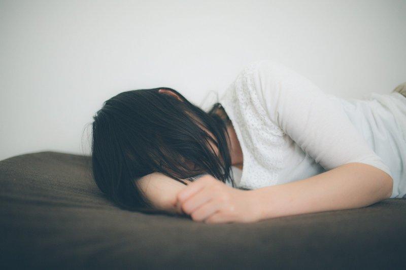 月經失調的症狀表現多樣化,造成月經失調的原因也各有不同(示意圖/すしぱく@pakutaso)