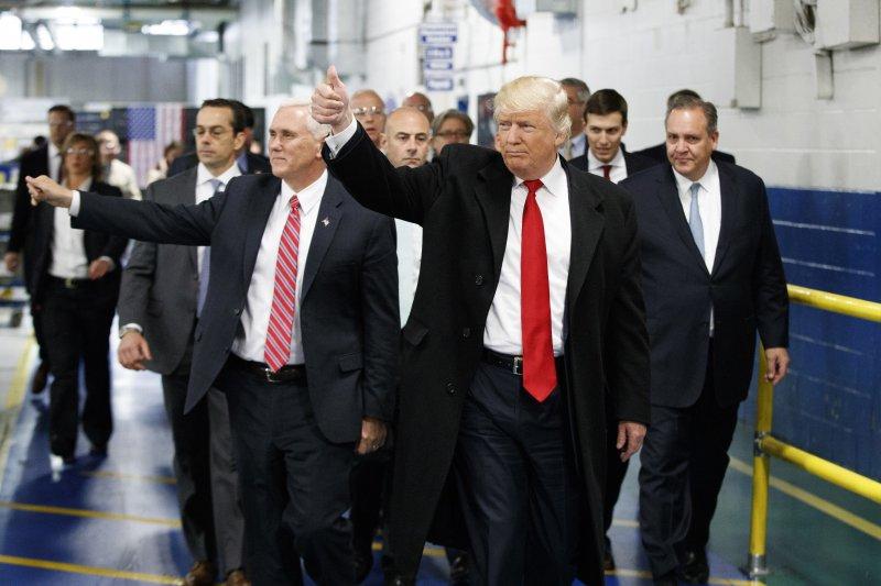 川普到訪印第安納州的空調公司開利。(美聯社)