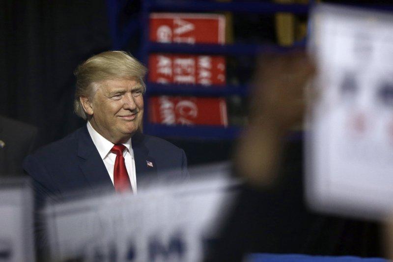 美國總統當選人川普,打破成例與蔡英文總統通電話,對台灣會否產生短多長空的作用,值得注意。(美聯社)