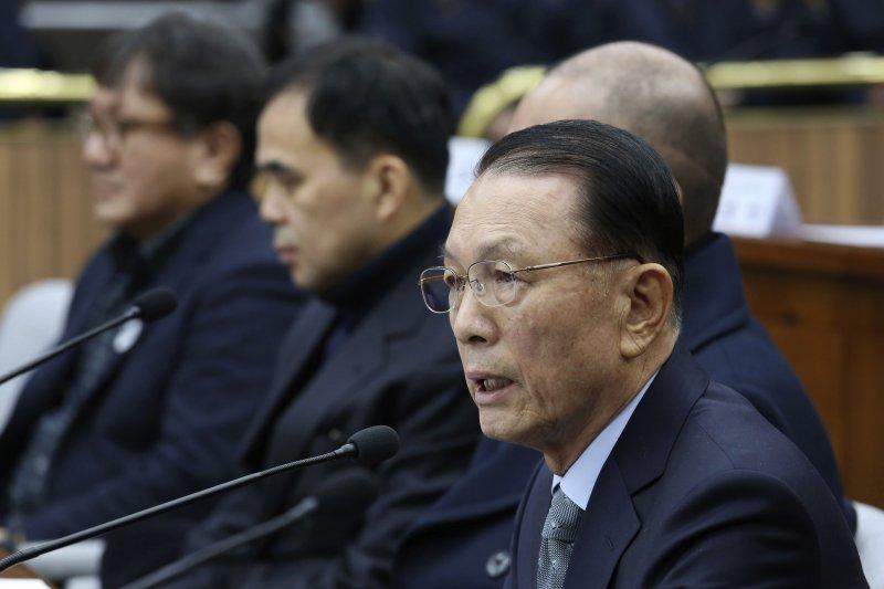 南韓總統府前秘書室長金淇春在國會作證。(美聯社)