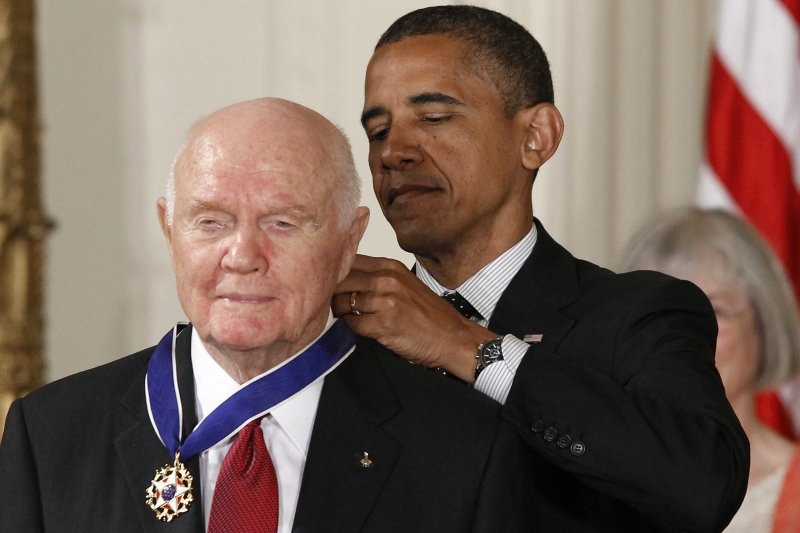2012年,葛倫獲得總統歐巴馬頒予「總統自由獎章」(AP)