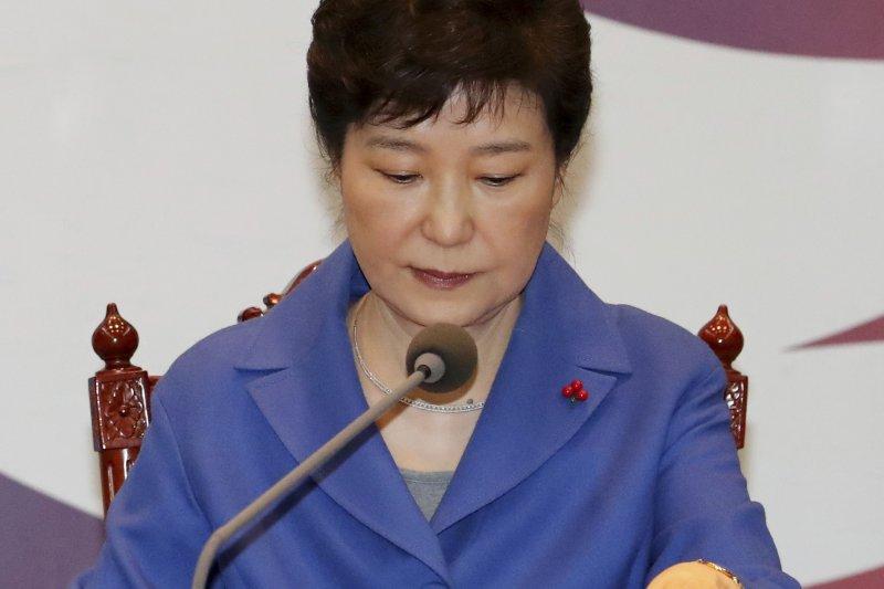 南韓總統朴槿惠9日遭國會彈劾之後,召開最後一次國務會議。(AP)