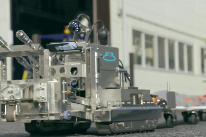 機器人替人類做許多事情,使人類免於受傷。(翻攝自youtube)