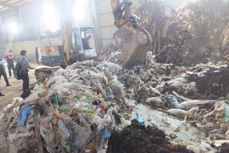 受到中國禁廢令影響,今年我國的廢紙、廢塑膠等產業用事業廢棄物,進口量明顯增加,使不少人憂心台灣成為下一個塑料王國。(資料照,取自環保署網站)