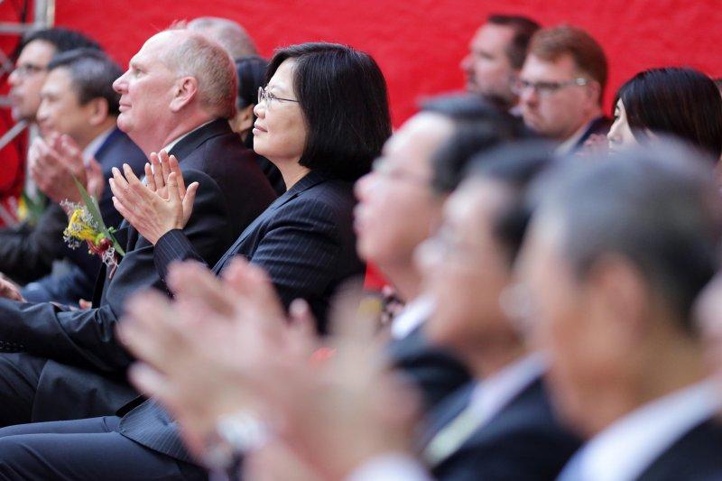 圖為「美光科技公司加強投資台灣慶祝開幕典禮」,蔡英文總統出席致詞指出,美光科技的投資讓她對「亞洲‧矽谷」計畫的成功深具信心。(總統府)