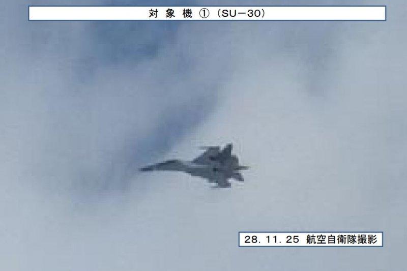 20161212-日本防衛省拍攝到中共軍機進入宮古海域的影像,SU-30殲擊機(戰鬥機)。(取自日本防衛省統合幕僚監部網站)
