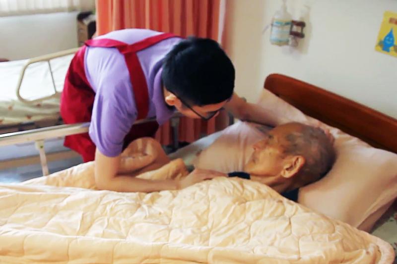 腎陰虛症狀有哪些男 | 「老了小孩不在身邊怎麼辦?」29歲大男孩當老人照護,一則暖心影片逼哭全台灣
