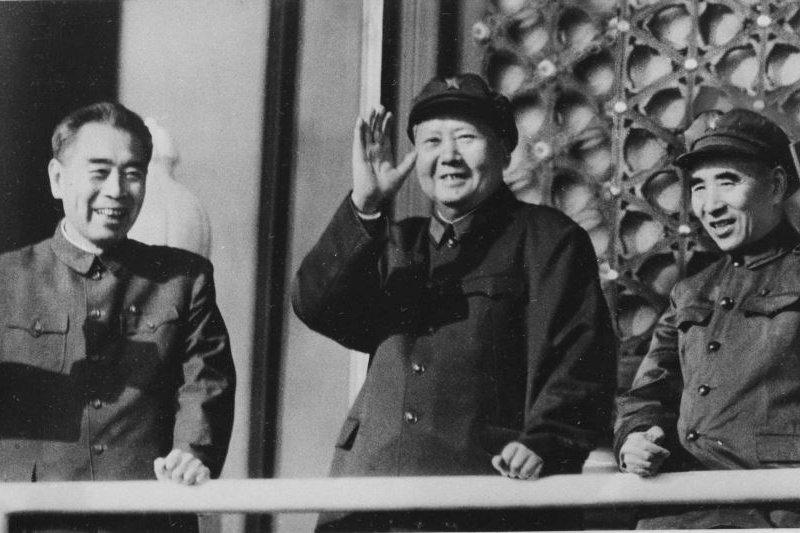毛澤東(中)和周恩來(左)及林彪(右)(AP)