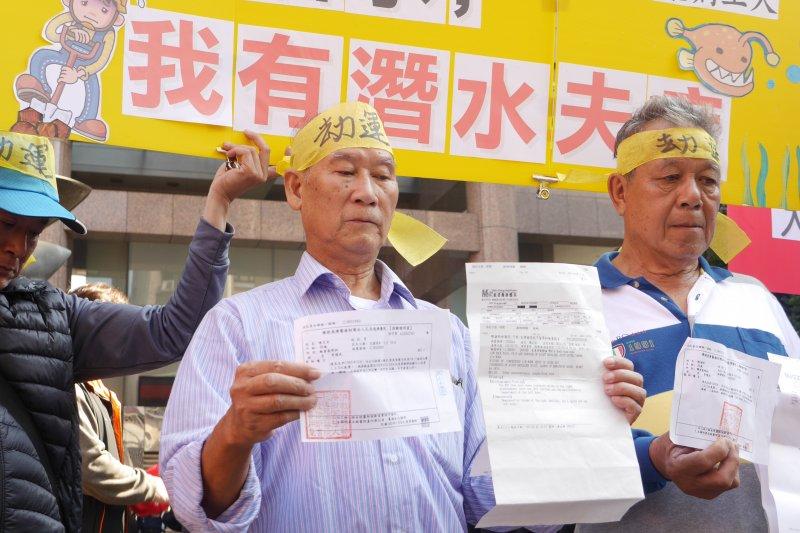 2016-12-12-勞團勞動部前抗議-台北捷運工人因施工過程中不當氣壓作業罹患潛水夫病04-洪與成攝