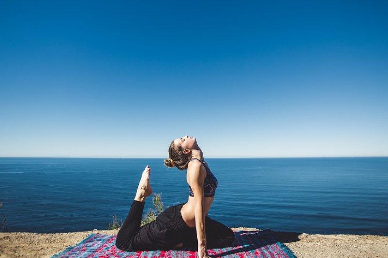 時下女孩流行練瑜珈,英文怎麼說才對?(圖/Stanwell Tops Australia@Unsplash)