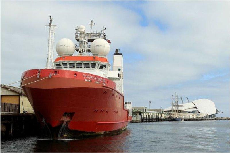 荷蘭籍輝固赤道號是唯一還在執行搜尋任務的船隻。(BBC中文網)