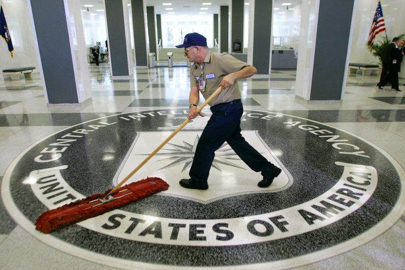 美國中情局(CIA)辦公室,CIA指出,俄羅斯政府涉嫌利用駭客攻擊,對美國總統大選進行史無前例的干預,目的在於打擊民主黨候選人希拉蕊、暗助川普。(美聯社)