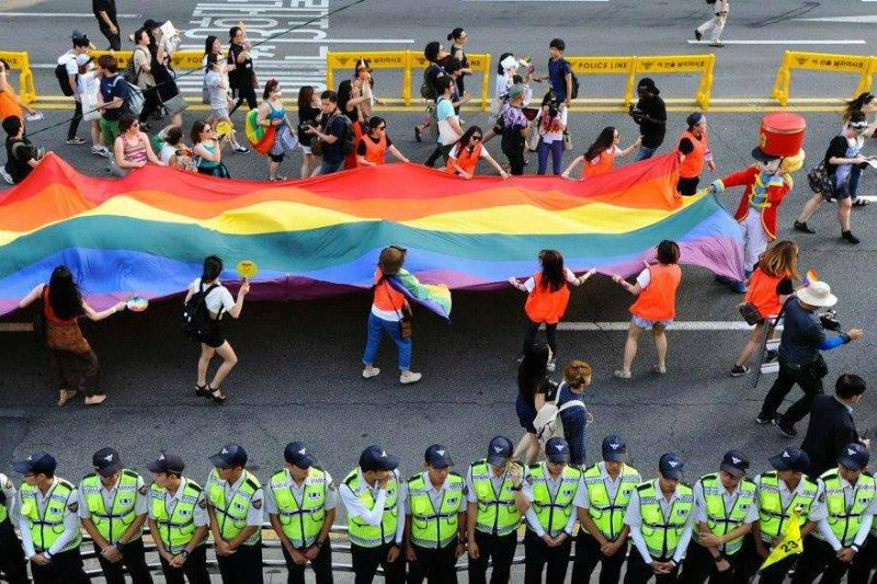 首爾同志遊行,警力層層戒護(圖/作者提供;攝影︰Gim Myung Jin,kamj9438@hotmail.com)