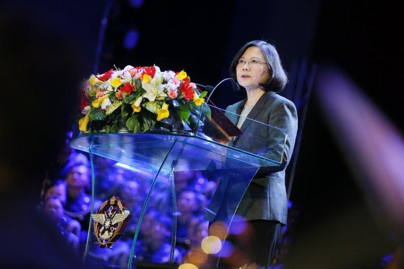 陳昭南表示,將「台灣黎巴嫩化」已是現在進行式。圖為蔡英文總統12月14日出席「國軍第50屆文藝金像獎頒獎晚會」時致詞。(總統府)
