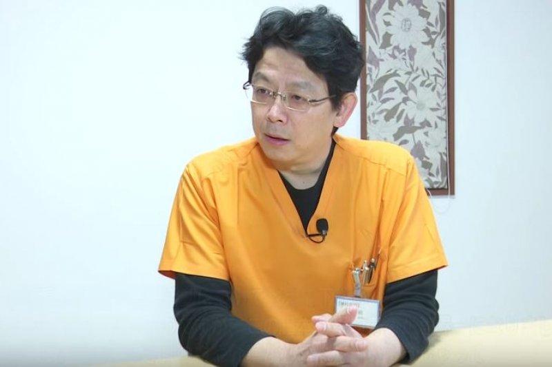 日本超人氣牙科診所院長森昭,致力號召全日本牙醫及齒科衛生士加入「預防牙醫」行列。(翻攝自youtube)