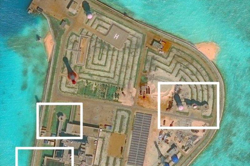 華盛頓智庫表示,根據最新衛星圖像,中國似乎已在南海7個人工島上部署武器,包括反導彈系統及防空系統。圖為赤瓜礁。(BBC中文網)