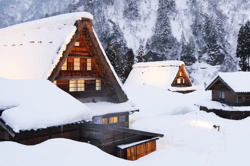 合掌村的美景被列為世界遺跡,非常值得造訪!(圖/Discover Nippon@Youtube)