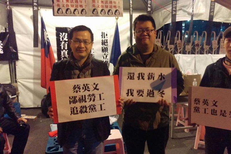國民黨工自救會自16日起號召約20人到黨產會前搭帳棚靜坐,總統府前副秘書長羅智強(左)也到場聲援。(取自羅智強臉書)