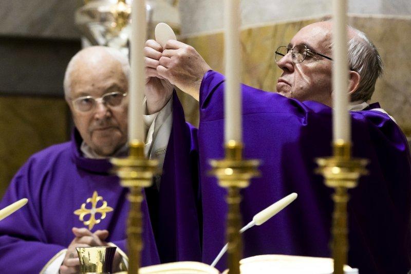 天主教教宗方濟各(Pope Francis)17日歡渡80大夀,主持彌撒(AP)