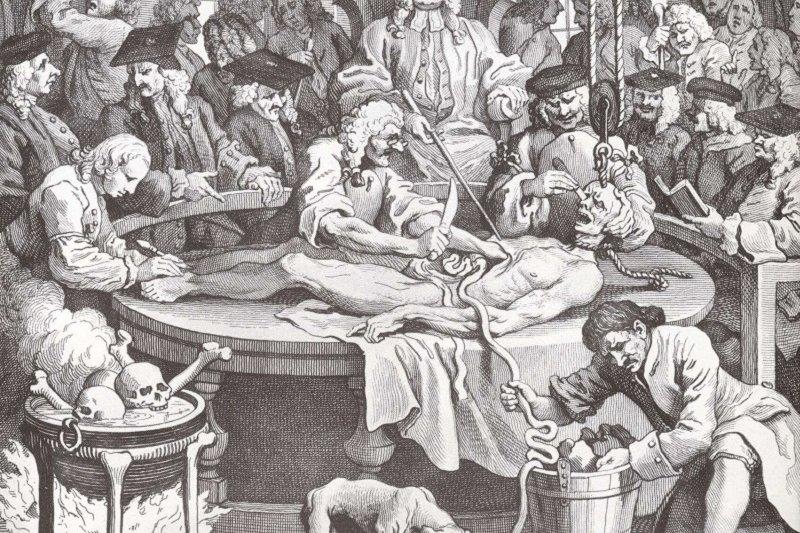 在18世紀英國藝術家霍格斯知名版畫《殘忍的代價》中,作惡多端的壞人被送上醫師的解剖檯。圖/維基百科)