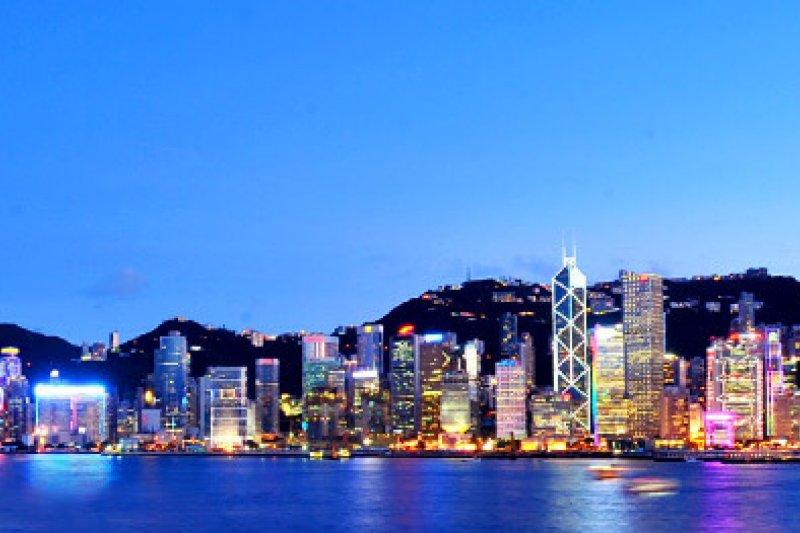 逐漸模糊的中港邊界,能從高鐵一地兩檢爭議看出來,這也衝擊了香港自治的最後一道防線。(圖為香港旅遊發展局,HotelsCombined提供)