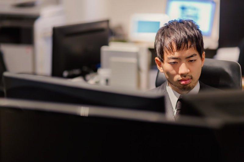 每天忙到爆肝,你的身體已經累了,你自己知道嗎?(圖/すしぱく@pakutaso)