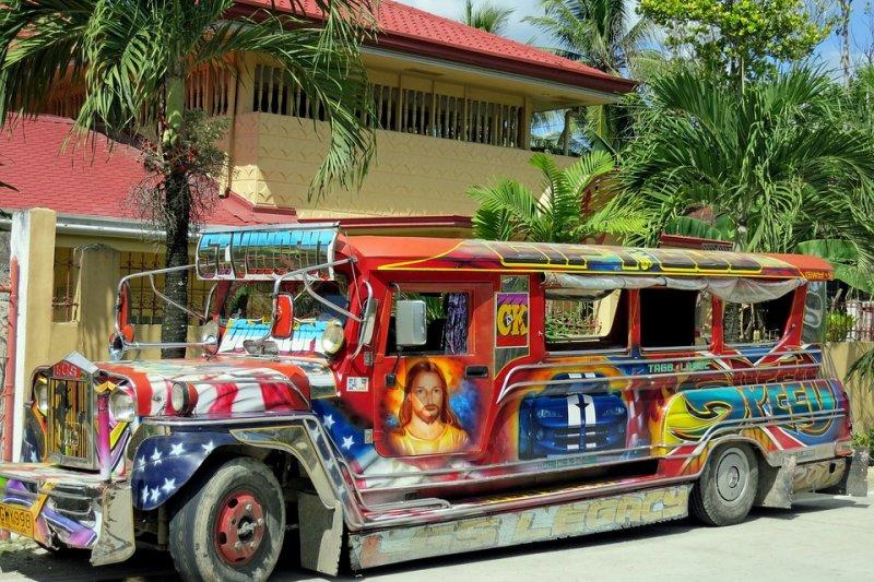 菲律賓傳統的公共交通工具吉普尼因排放黑煙及交通阻塞等問題而面臨淘汰(取自Pixabay)