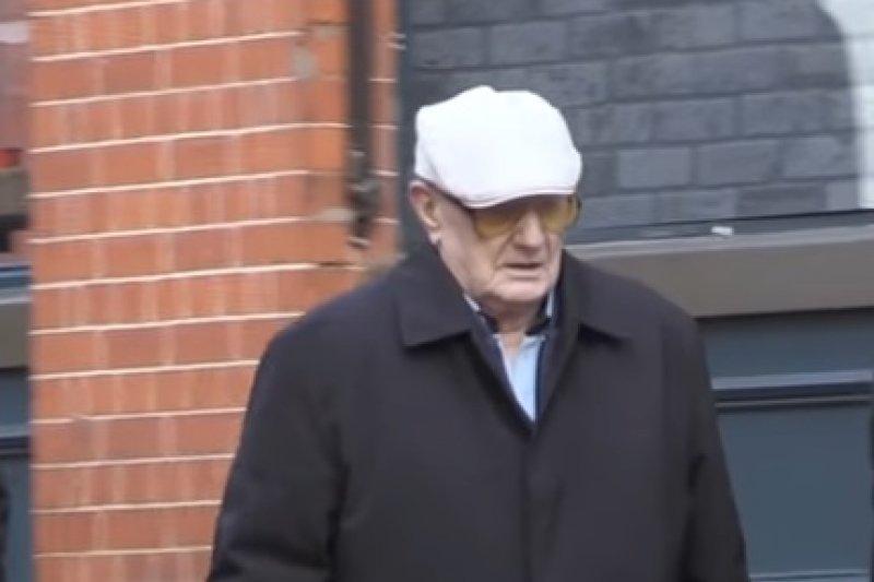 英國人瑞克拉克(Ralph Clarke)被爆多年前性侵兒童,遭判13年有期徒刑(翻攝 YouTube)