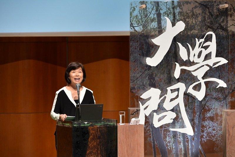 前文化部長龍應台在香港演講〈一首歌一個時代〉,引發網友熱議。(取自香港電台官網)