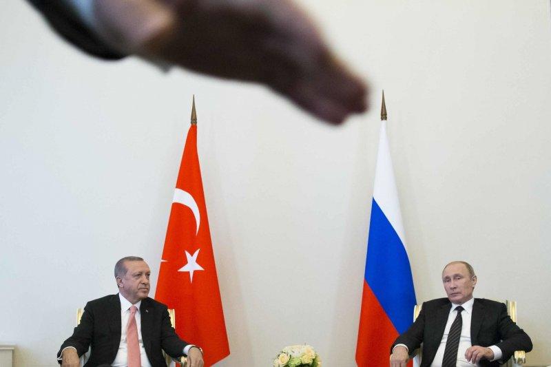 土耳其總統艾爾多安(左)與俄羅斯總統普京(右)各自有盤算(AP)