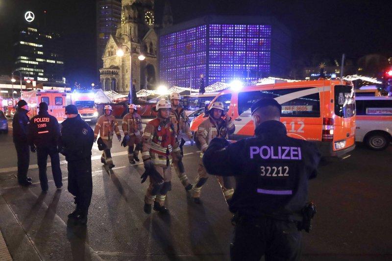 德國首都柏林2016年12月19日驚傳卡車恐怖攻擊,造成數十人慯亡(AP)