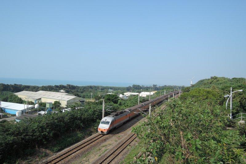 崎頂車站有西部海岸最美的鐵道風景。(圖/玉山社提供)