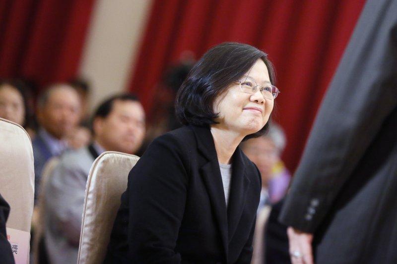 美國總統當選人川普與蔡英文總統通舌後,台灣表現難得的沈穩。(總統府)