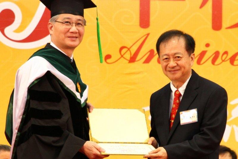 中芯宣布,延攬蔣尚義(右)擔任獨立董事,震撼國內業界。(取自「臺灣大學第八屆傑出校友」)