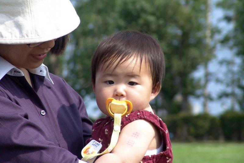 「有幼稚園老師與幼童說,小孩是從母親下體生出來的,把小孩嚇到不敢上廁所」...真有這種事?(圖/MIKI Yoshihito@flickr)