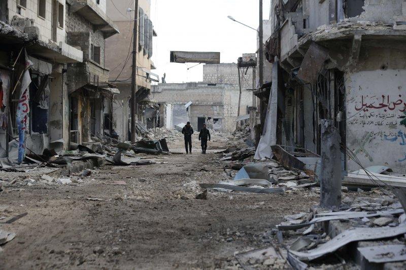 敘利亞政府軍巡視收復後的東阿勒坡(AP)