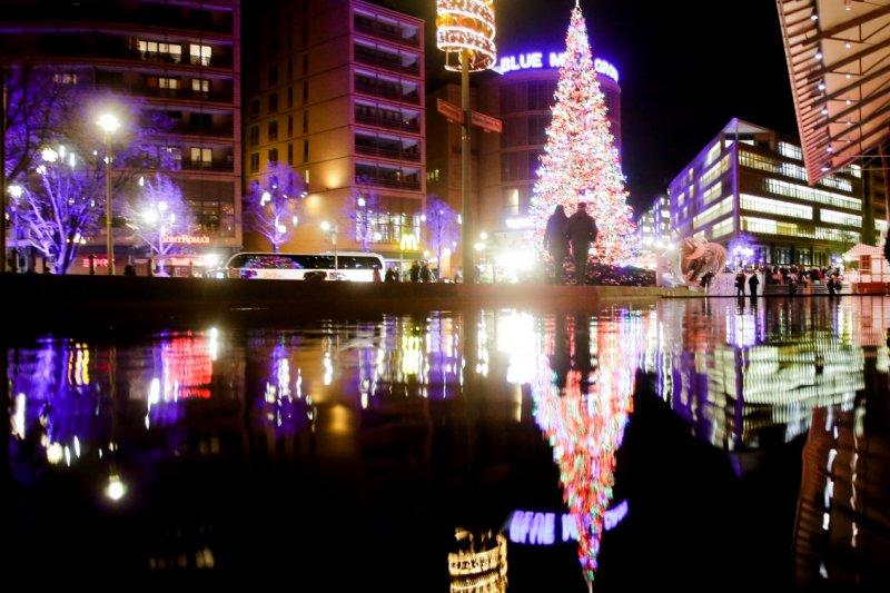 柏林的亮麗聖誕樹(AP)