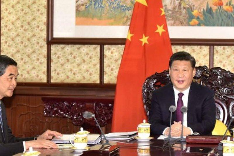 2016年12月23日,梁振英在北京向習近平述職。(BBC中文網)
