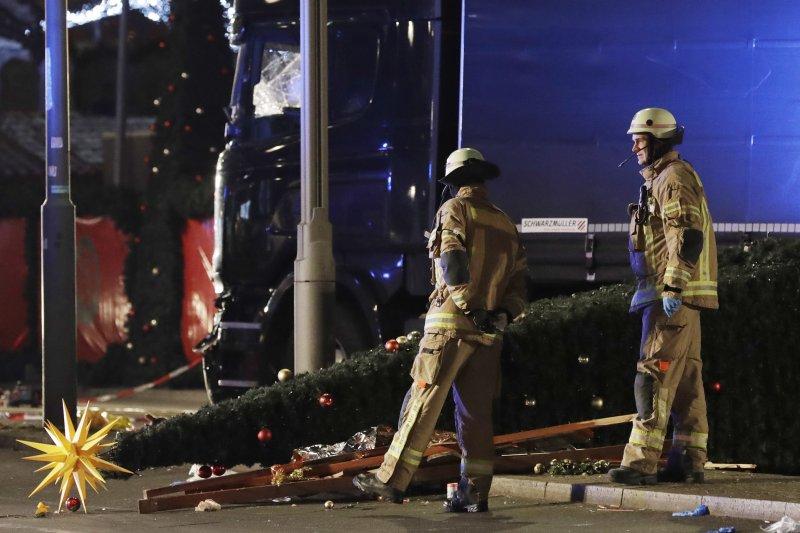 德國柏林卡車恐攻嫌犯跨國逃亡,掀起歐盟是否要重啟邊境管制的問題(AP)