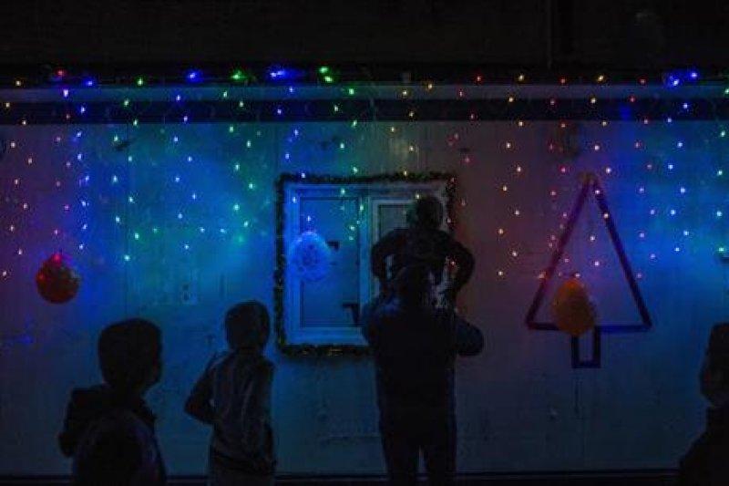 伊斯蘭教國家伊拉克的基督徒,今年在難民營中度過五味雜陳的耶誕節。(AP)