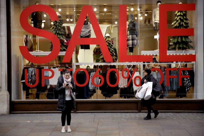 英國體系的國家會慶祝耶誕節隔天的節禮日,而現代已變成瘋狂血拚的購物節(AP)