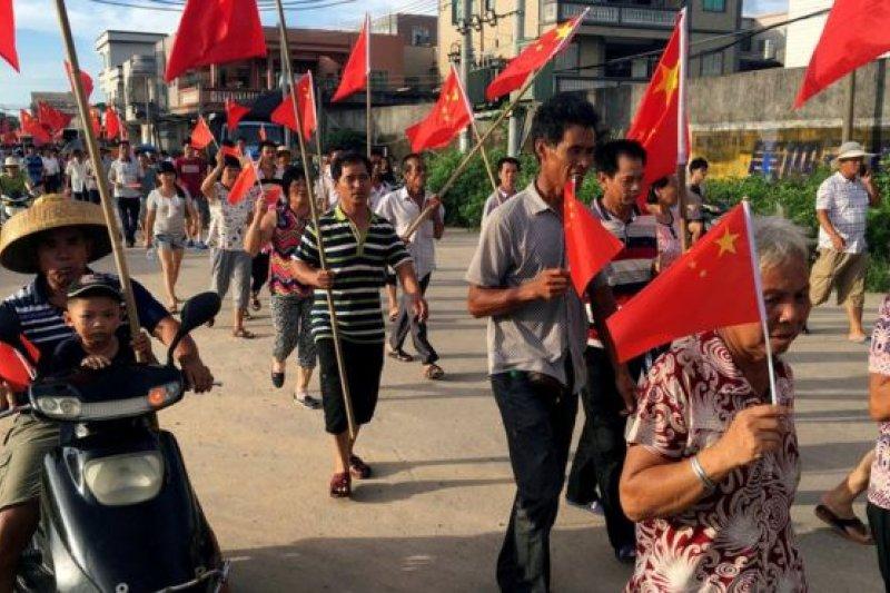 烏坎村村民今年六月舉行遊行。(BBC中文網資料照)