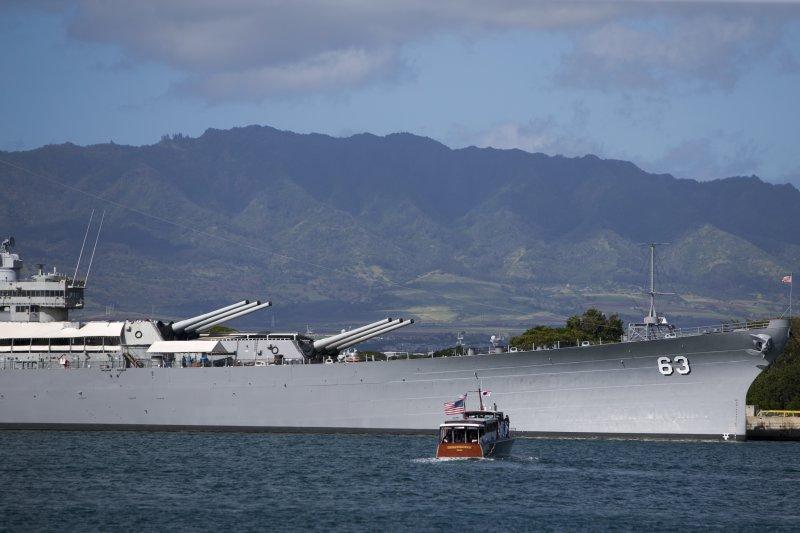 密蘇里號戰艦(USS Missouri BB-63)是美國二戰最後一艘退役的戰艦,也因於二戰結束時被指派為受降艦而聞名於世,退役後停泊在夏威夷珍珠港內作為浮動博物館。(美聯社)